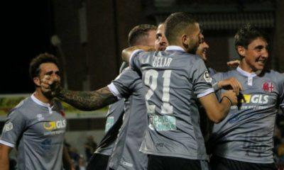 I calciatori dell'Alessandria festeggiano dopo un gol contro la Giana Erminio