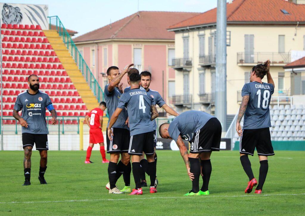 I calciatori festeggiano dopo un gol contro la Sambenedettese, nel primo turno di Coppa Italia 2020/21