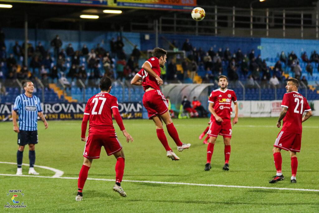 Giocatori dell'Alessandria calcio in azione durante il match contro il Lecco, valido per la terza giornata di Serie C 2020/21