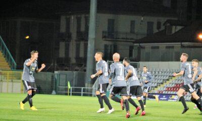 I giocatori dell'Alessandria festeggiano dopo il gol contro il Novara, nel match della quarta giornata di Serie C 2020/21