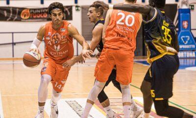 Bruno Mascolo, giocatore del Derthona Basket, in azione durante il match di Supercoppa A2 2020/21, contro il Torino