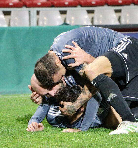 I giocatori dell'Alessandria festeggiano dopo un gol contro il Piacenza, nell'11esima giornata di Serie C 2020/21