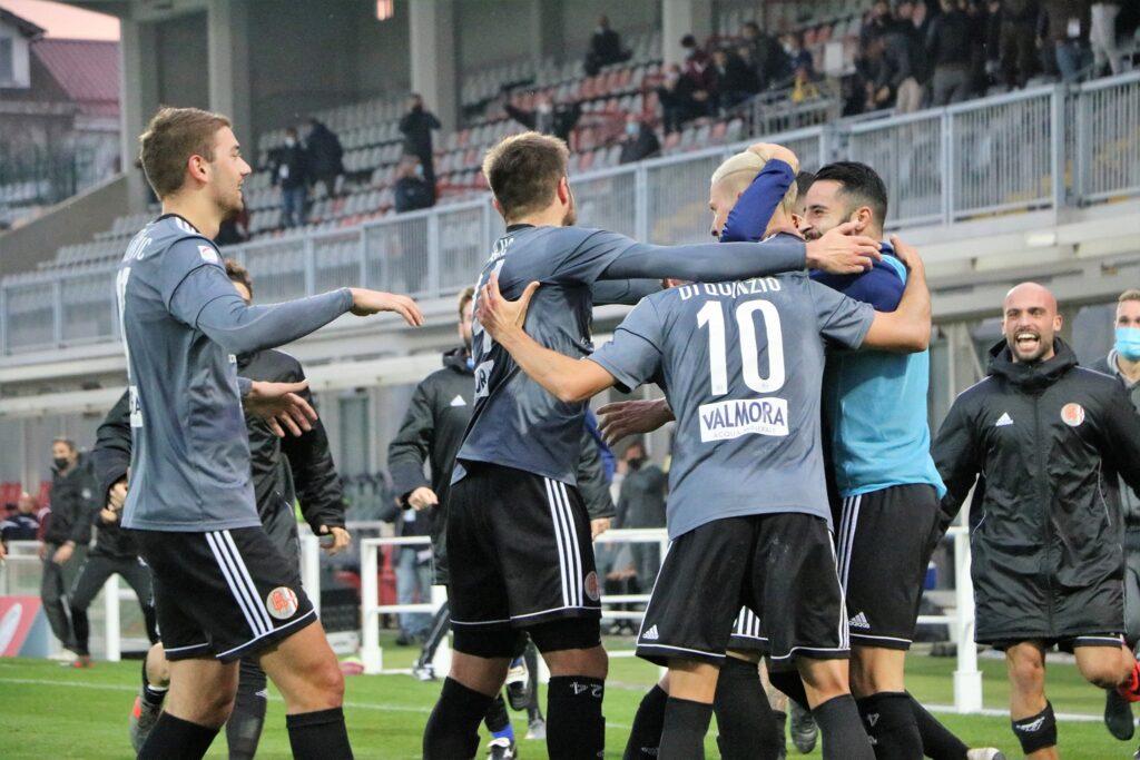 I giocatori dell'Alessandria festeggiano dopo il gol su rigore di Eusepi contro il Livorno, match valevole per la nona giornata di Serie C 2020/21