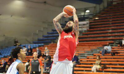 Tomasini, giocatore della JB Monferrato, in azione contro l'Orlandina Basket, match valido per la prima giornata di Serie A2 di Basket 2020/21