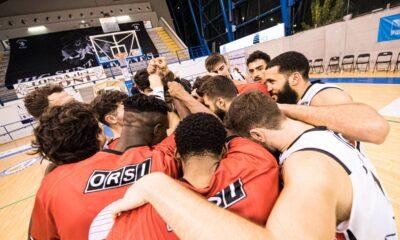 I giocatori del Derthona Basket riuniti in cerchio dopo la vittoria contro Treviglio, 7a giornata di Serie A2 2020/21