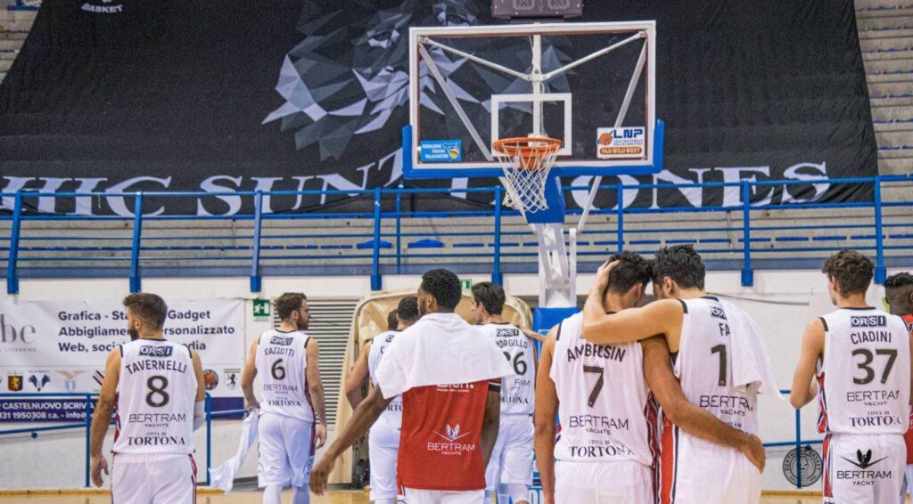 I giocatori del Derthona Basket al termine della sfida contro l'Orzinuovi del 6/12/2020