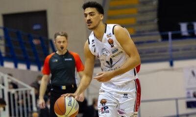 Luca Ambrosin, giocatore del Derthona Basket, in azione durante la partita contro l'Orlandina del 28/1/2021