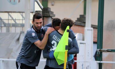I giocatori dell'Alessandria Calcio festeggiano dopo il gol vittoria di Celia contro il Renate, nel match del 18 marzo 2021