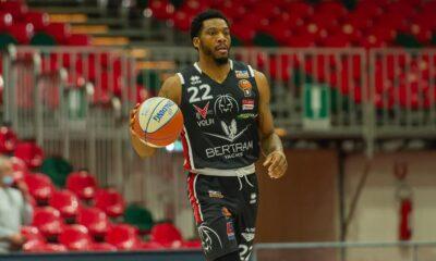 Jamarr Sanders in azione con la maglia del Derthona Basket