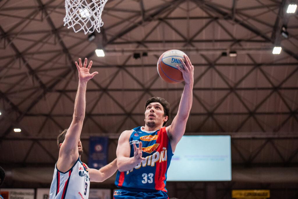 Lucio Redivo in azione con la maglia della JB Monferrato