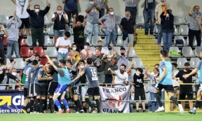 I calciatori dell'Alessandria festeggiano dopo un gol nella semifinale dei playoff di Serie C 2020/21 contro l'Albinoleffe