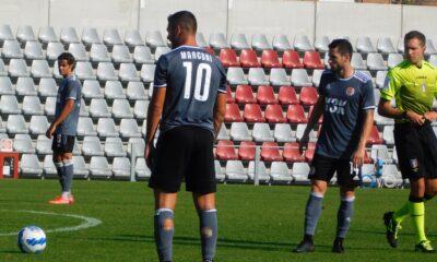 Marconi, numero 10 dell'Alessandria Calcio 2021/22, intento a calciare una punizione durante l'amichevole contro il Genoa